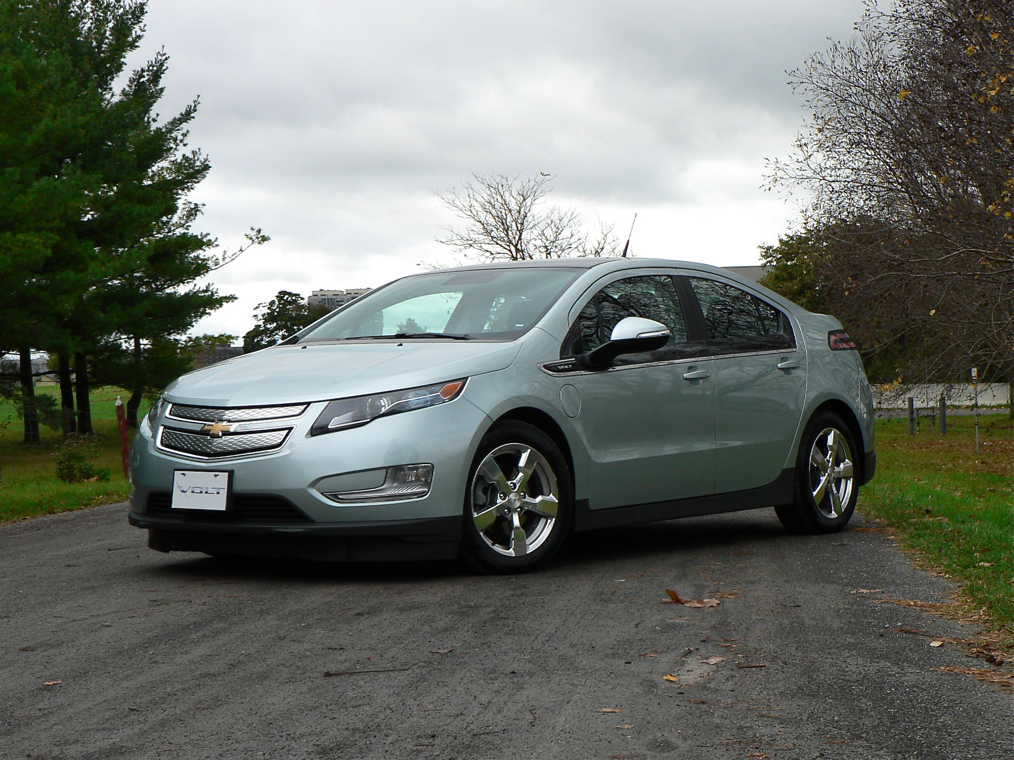 comparo 2012 chevrolet volt vs cruze eco john leblanc 39 s straight six. Black Bedroom Furniture Sets. Home Design Ideas
