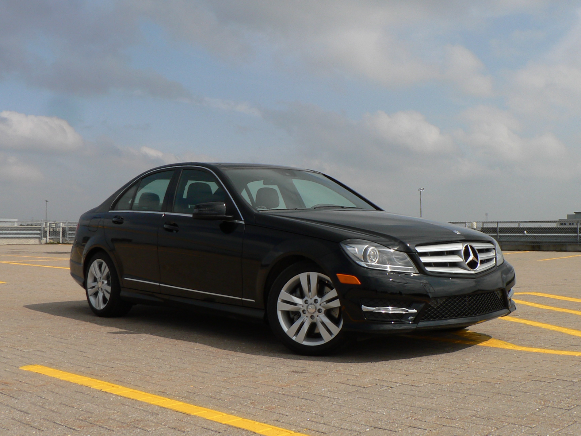 Comparo 2012 audi a4 vs bmw 3 series vs mercedes benz c for Best time of year to buy a mercedes benz