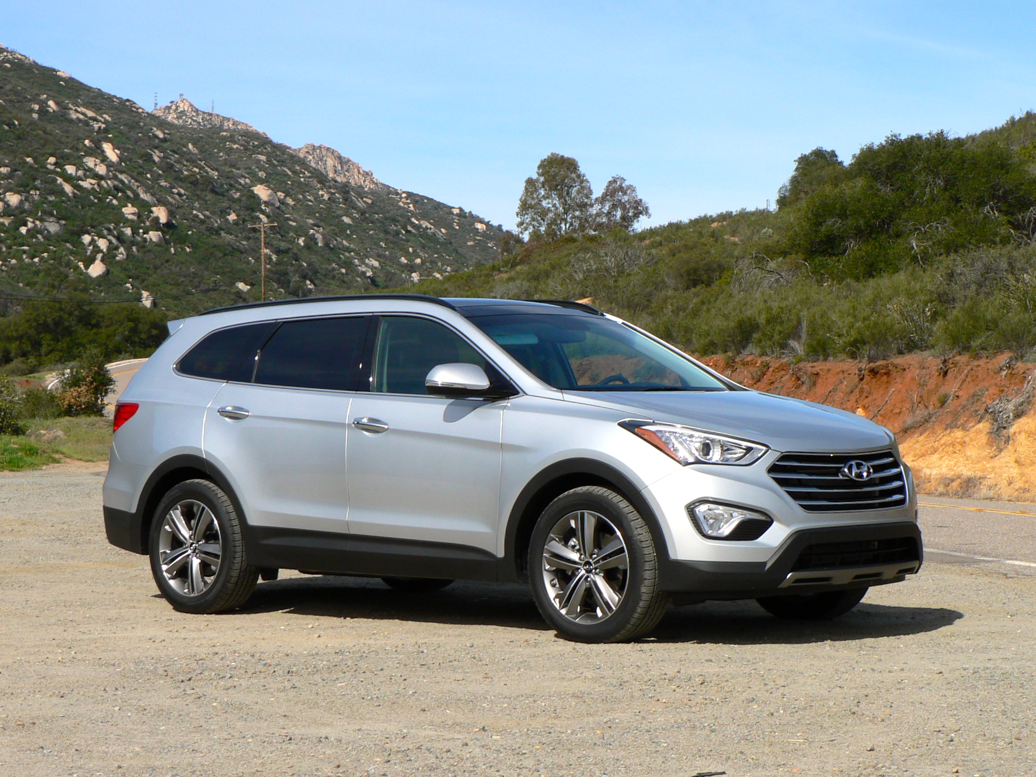 fe sport front suv en cars trend reviews view and santa motor hyundai rating canada