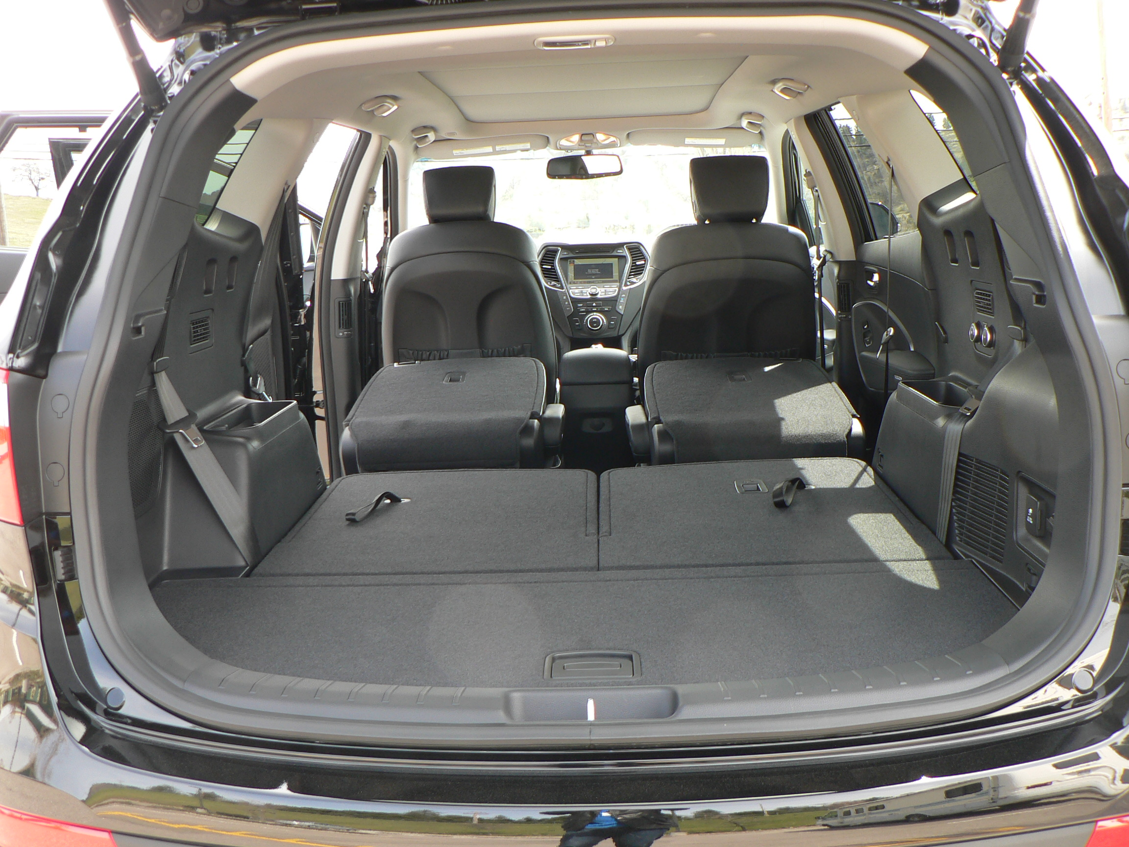 hyundai santa fe with third row seating autos post. Black Bedroom Furniture Sets. Home Design Ideas